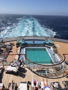 Watching the ever changing ocean from the QM2 aft.
